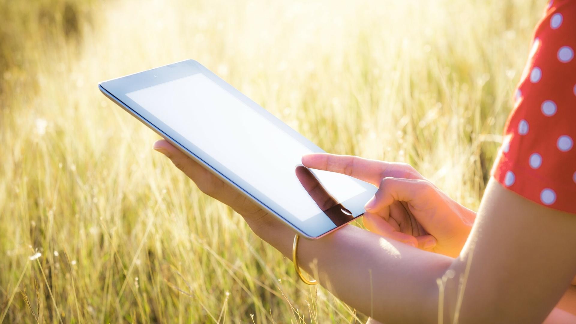 tablet_in_sunlight.jpg